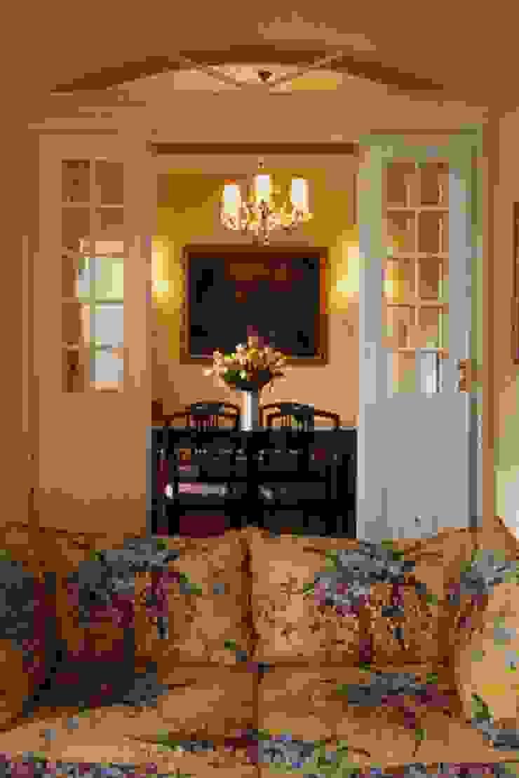 CASTELLETTO Sala da pranzo in stile classico di Studio Messori Classico