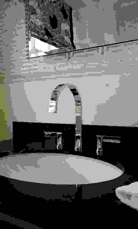 Luxury Bathroom Country style bathroom by Elizabeth Bee Interior Design Country