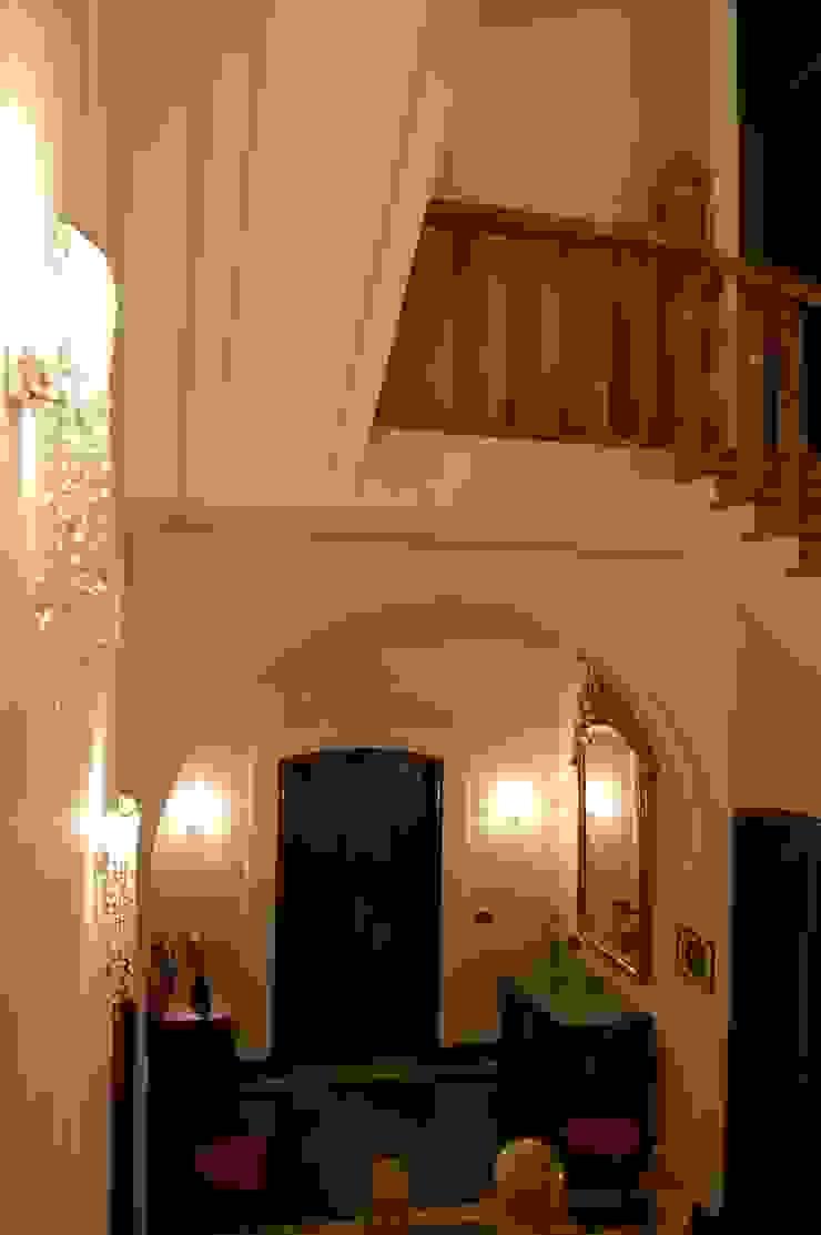VANO SCALA Ingresso, Corridoio & Scale in stile classico di Studio Messori Classico