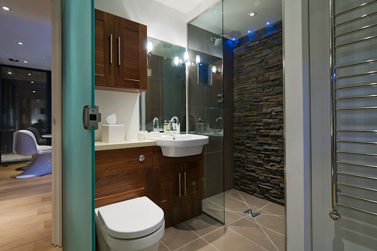 The Edge:  Bathroom by Boutique Modern Ltd, Modern