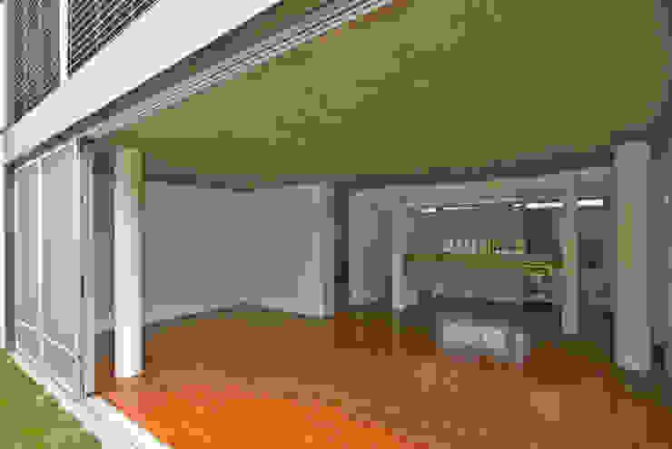 Comedor y sala de estar: Livings de estilo  por moarqs