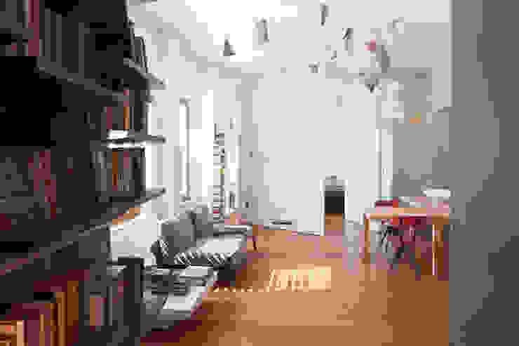 Modern Living Room by Studio Cassiani Modern