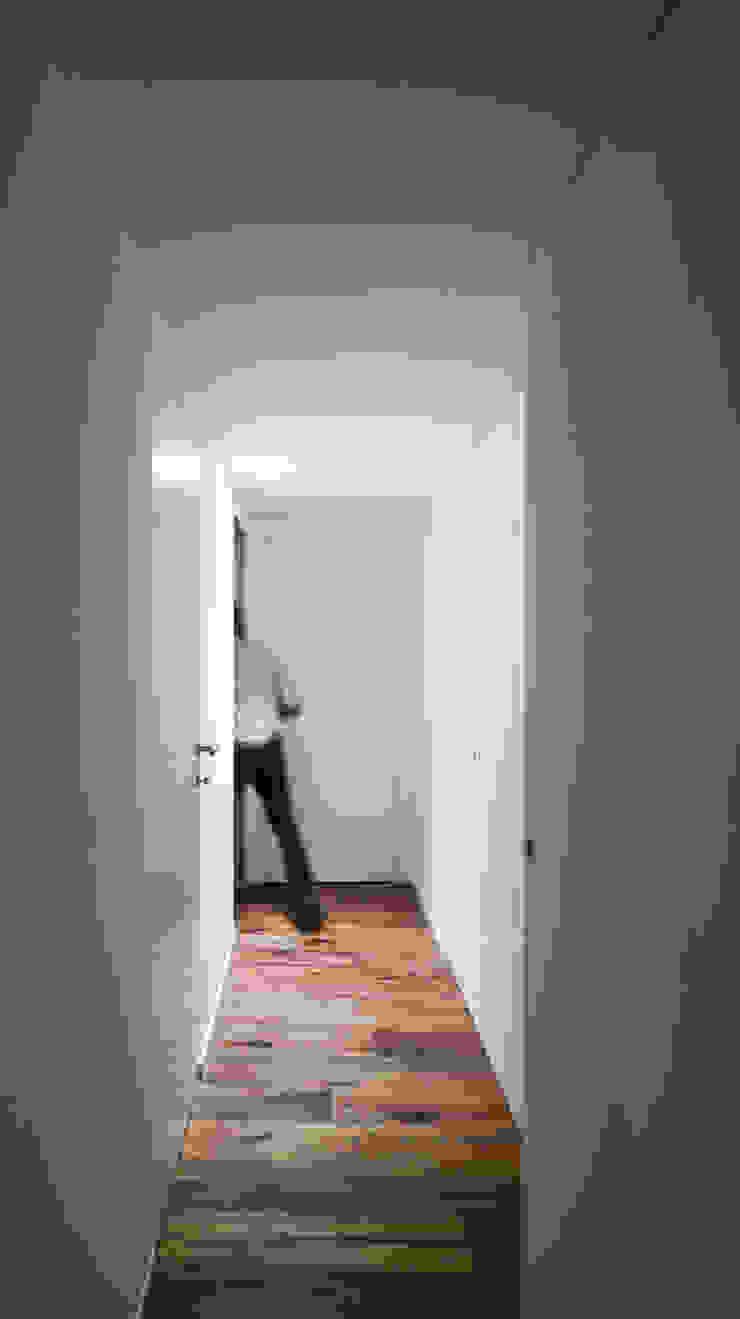 Modern Koridor, Hol & Merdivenler MIDE architetti Modern