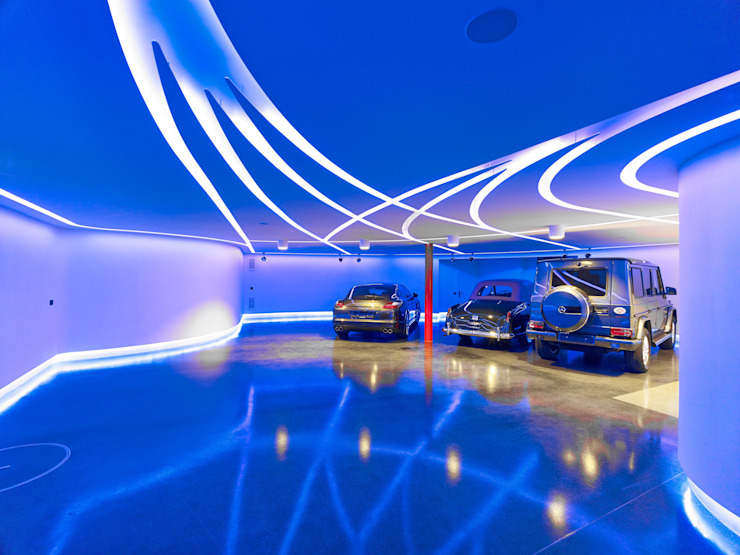 Private Garage and party room Tobias Link Lichtplanung Garasi Modern