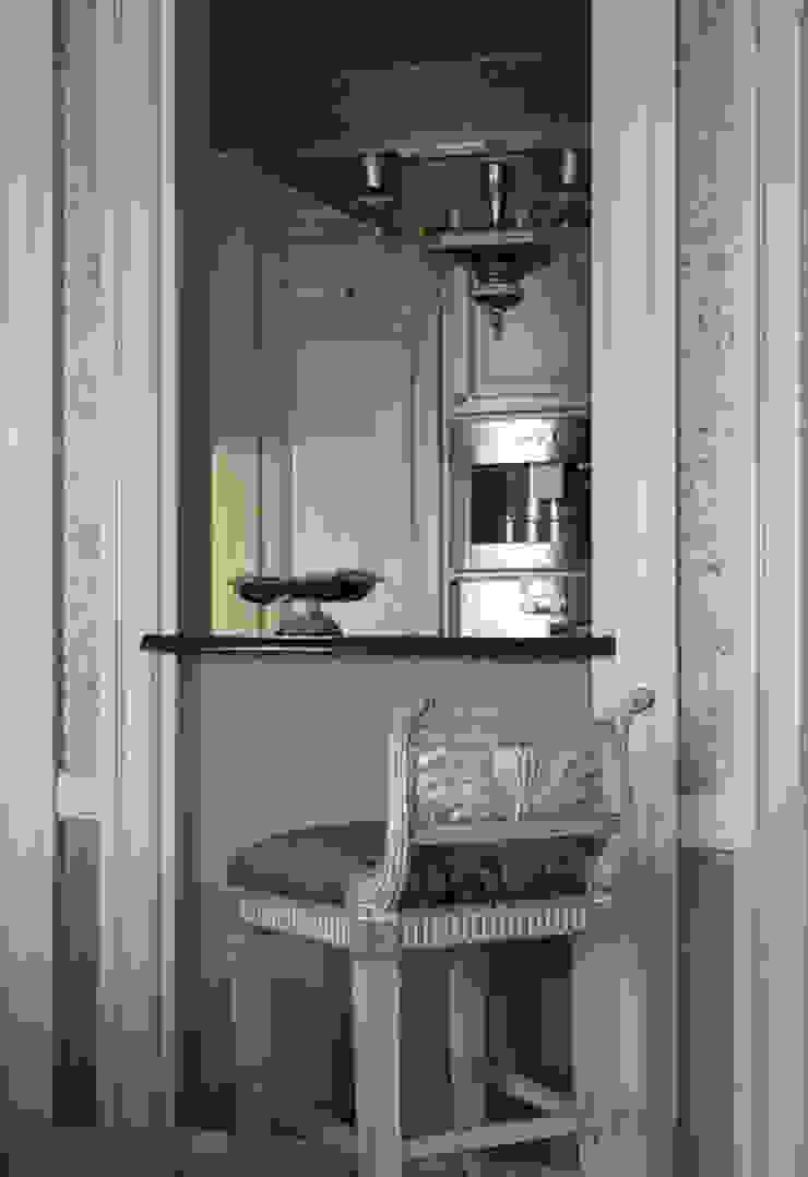 Villa in Russia Cucina in stile classico di Scultura & Design S.r.l. Classico
