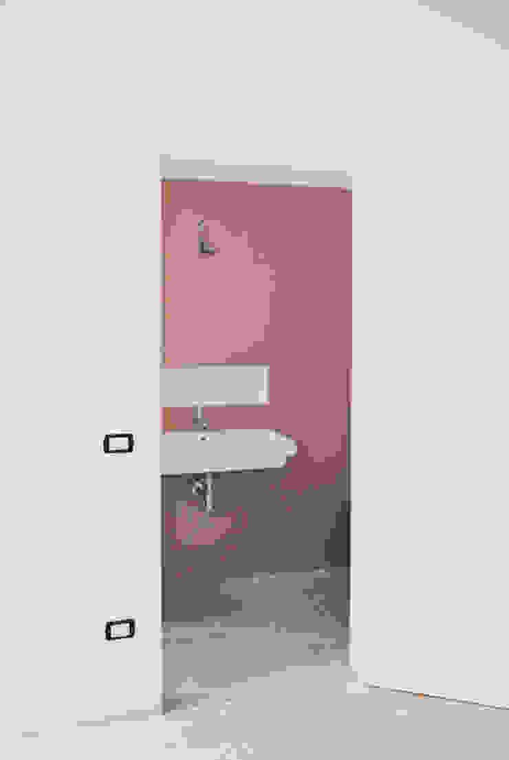 bagno padronale Bagno moderno di Gru architetti Moderno