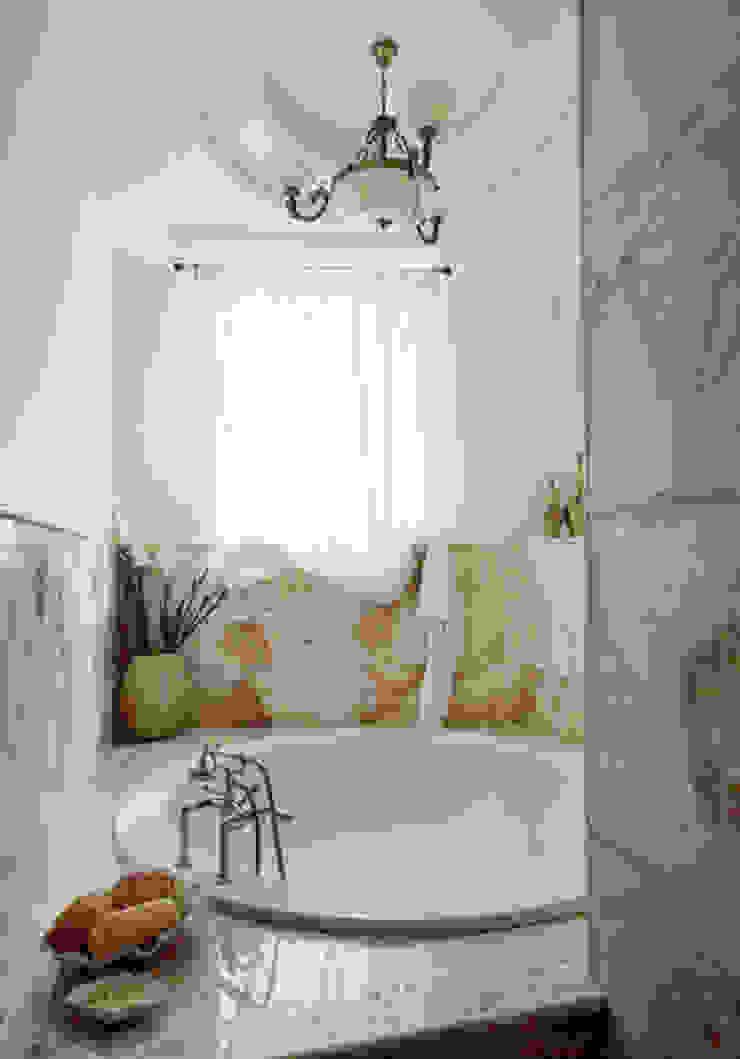 Villa in Russia Bagno in stile classico di Scultura & Design S.r.l. Classico