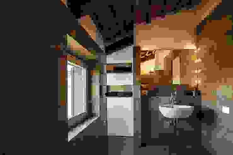 A2 house Modern bathroom by vps architetti Modern