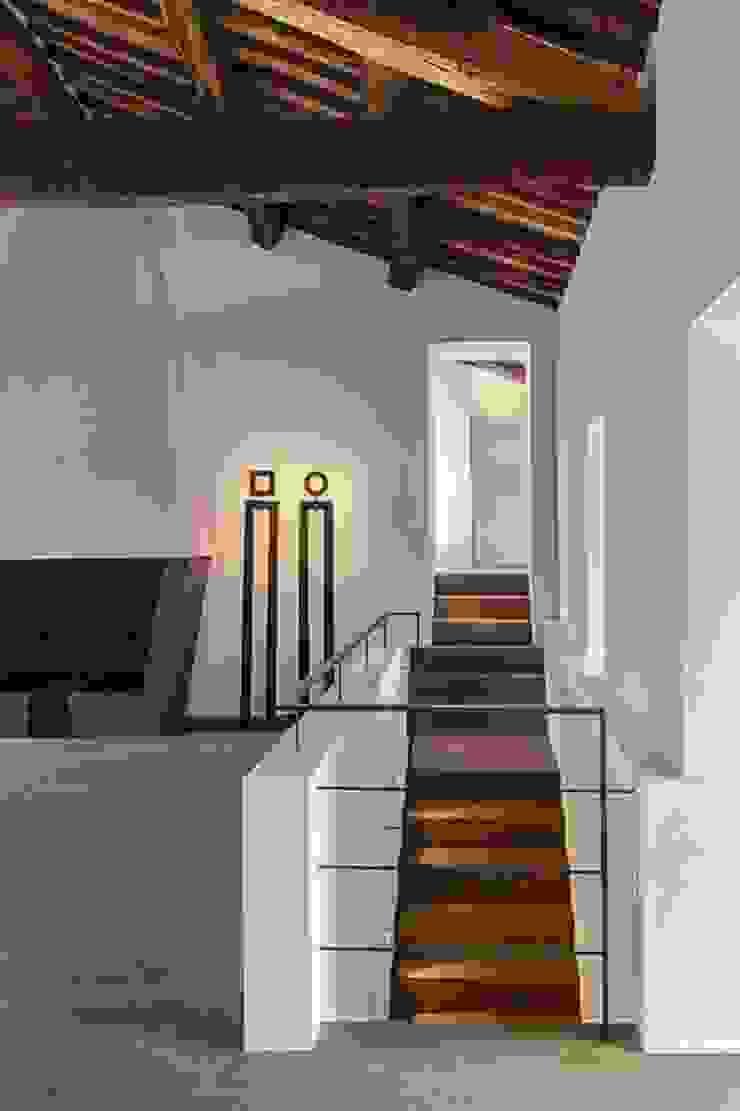 A2 house Corredores, halls e escadas modernos por vps architetti Moderno