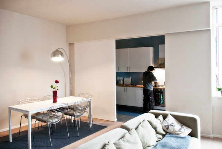 Cocinas de estilo moderno de Gru architetti Moderno