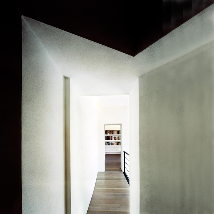 A1 house Modern Corridor, Hallway and Staircase by vps architetti Modern