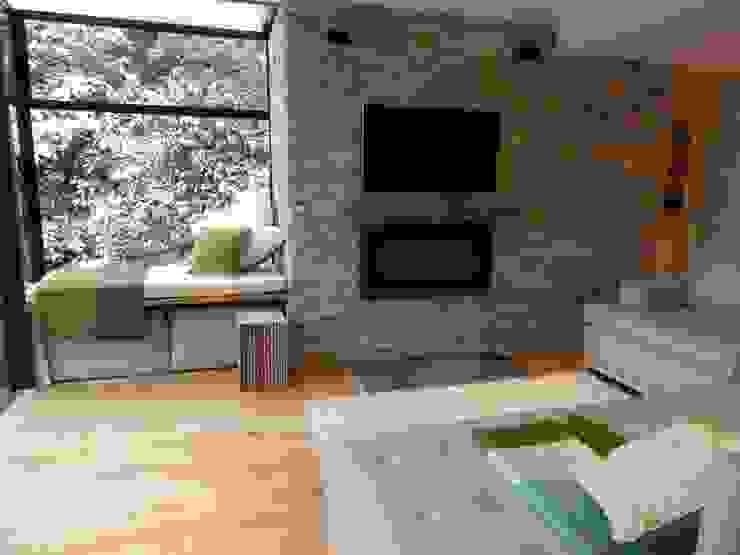 kitchen TV area 现代客厅設計點子、靈感 & 圖片 根據 inclover 現代風