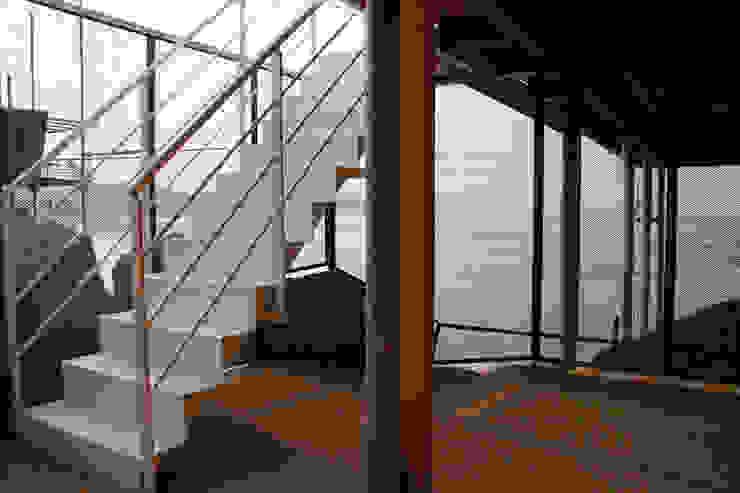 A room over the sea – Trabocco Ingresso, Corridoio & Scale in stile mediterraneo di Studio Zero85 Mediterraneo