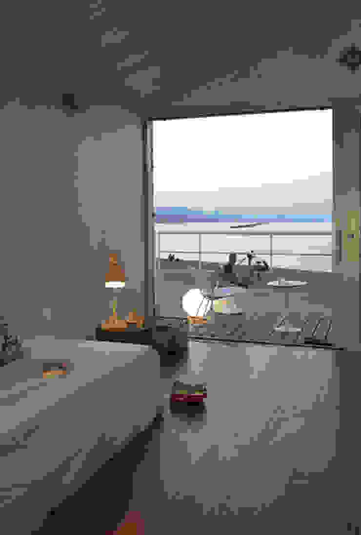 A room over the sea – Trabocco Camera da letto in stile mediterraneo di Studio Zero85 Mediterraneo