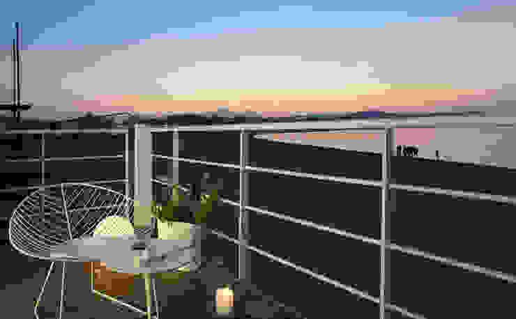 A room over the sea – Trabocco Balcone, Veranda & Terrazza in stile mediterraneo di Studio Zero85 Mediterraneo