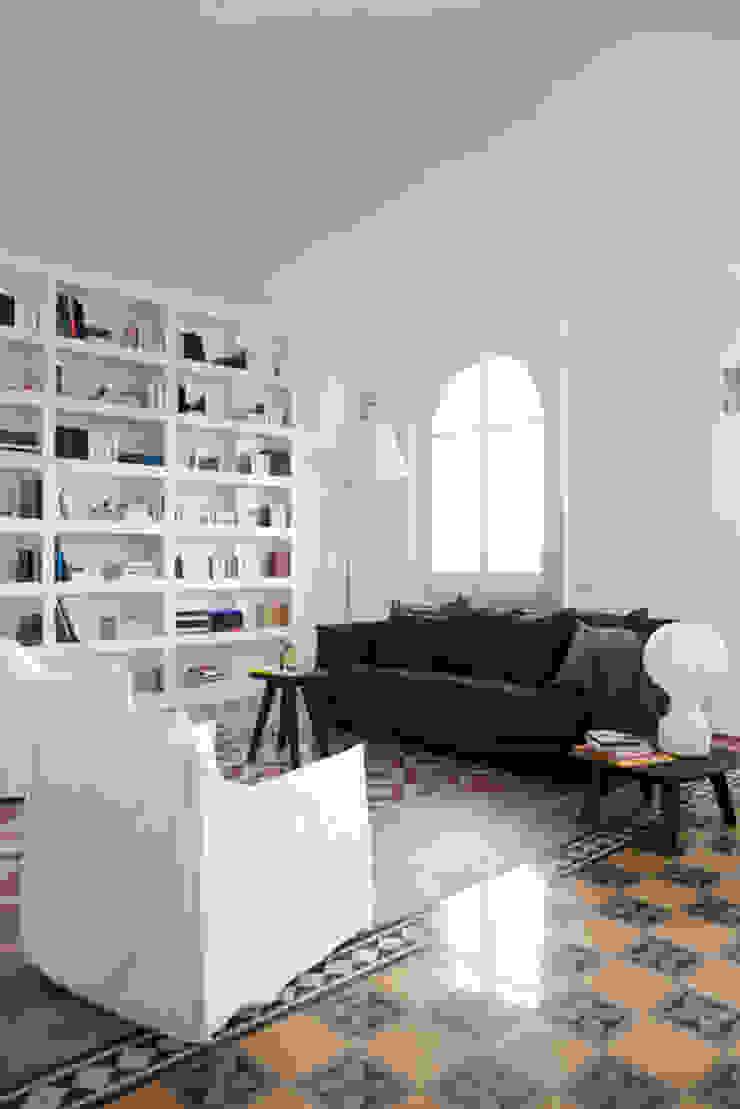 Renovation of an apartment placed in Parioli-Pinciano neighbourhood in Rome. Soggiorno moderno di Studio Cassiani Moderno