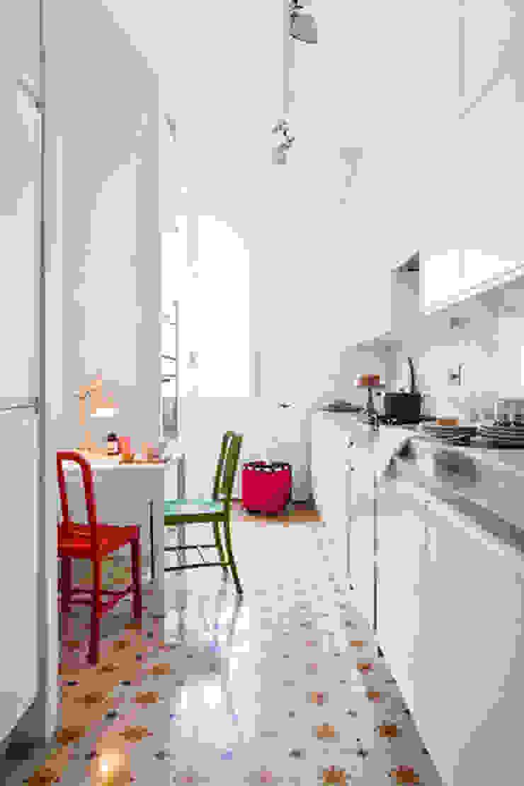 Renovation of an apartment placed in Parioli-Pinciano neighbourhood in Rome. Cucina moderna di Studio Cassiani Moderno