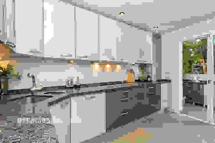 Apartamento lujo en Rio Real Golf, Marbella Cocinas de estilo mediterráneo de Espacios y Luz Fotografía Mediterráneo
