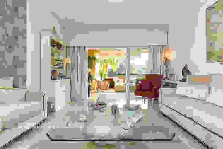 Apartamento lujo en Rio Real Golf, Marbella Salones de estilo mediterráneo de Espacios y Luz Fotografía Mediterráneo