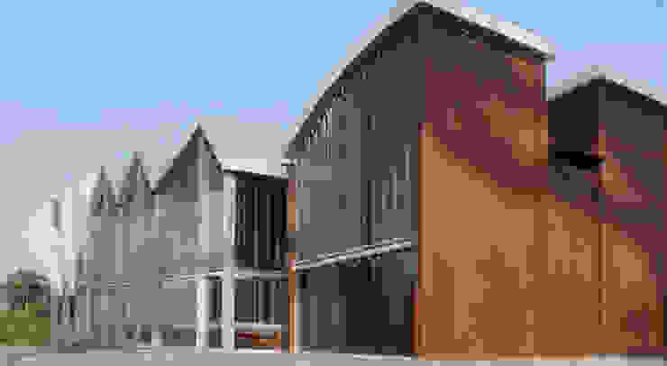 Revival Sunset Chapel Musei moderni di FATmaison Moderno