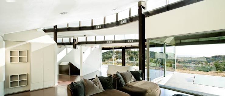 Topographic house in Llavaneres Modern Living Room by MIAS Architects Modern