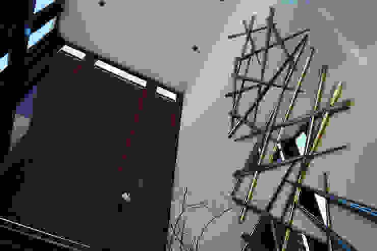 Casa Misión Pasillos, vestíbulos y escaleras modernos de Metrik Studio Moderno