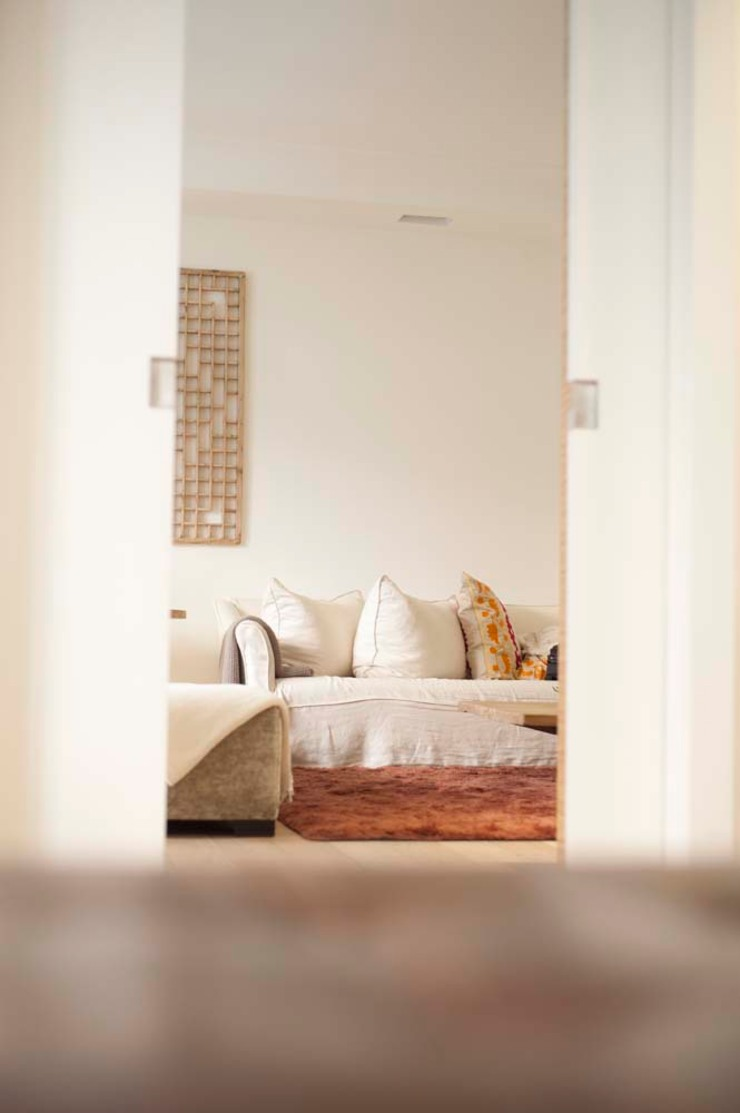 Mediterranean style living room by Chituca Velasco Mediterranean