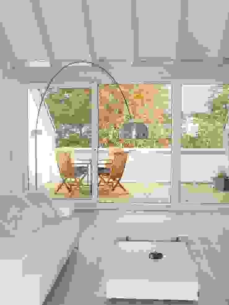 Classic style balcony, porch & terrace by Bolz Licht und Wohnen · 1946 Classic