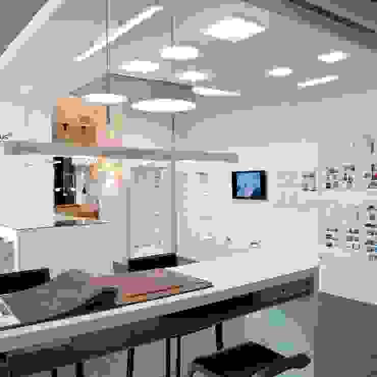 Unser Showroom in Saarbrücken Moderne Geschäftsräume & Stores von Bolz Licht und Wohnen · 1946 Modern