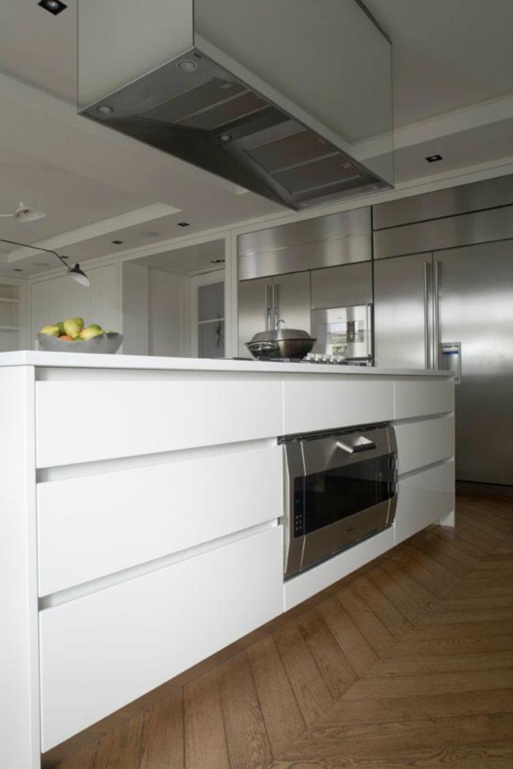Chelsea Apartment Cucina moderna di TLA Studio Moderno