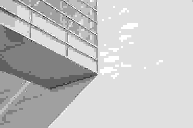 Fachada metálica pintada con Alesta® de Axalta Coating Systems Edificios de oficinas de estilo moderno de Alesta® de Axalta Coating Systems Moderno