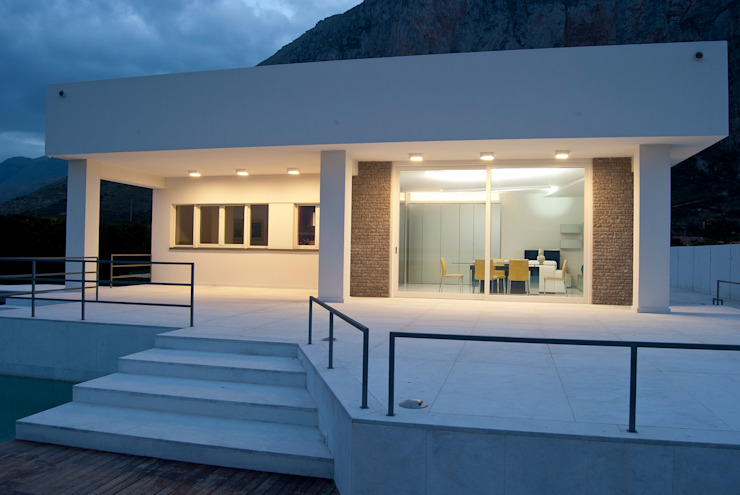Villa a Frassino – Sicilia Case moderne di Cialona Beppe Moderno