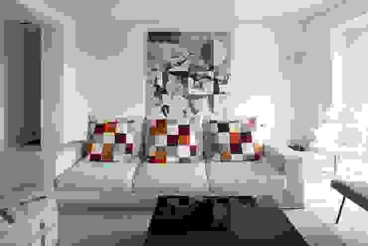 Mayfair Apartment: modern  by TLA Studio, Modern
