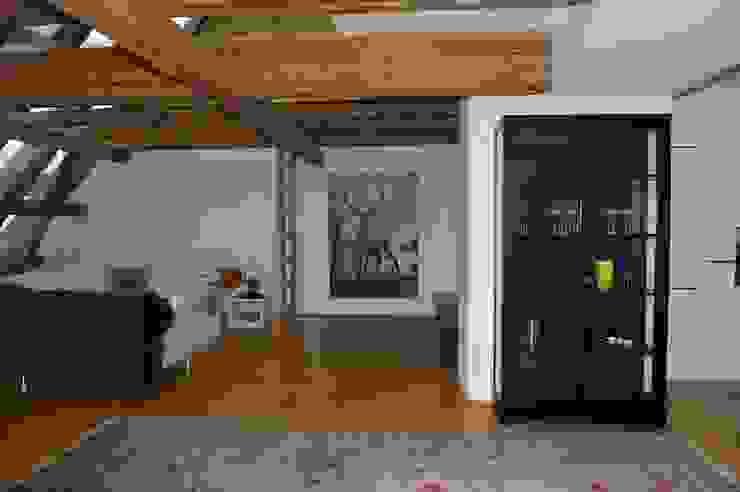 Dachboden open space Ausgefallene Wohnzimmer von Elke Altenberger Interior Design & Consulting Ausgefallen