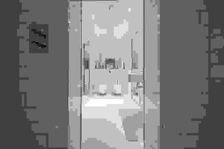 Knightsbridge Apartment: modern  by TLA Studio, Modern