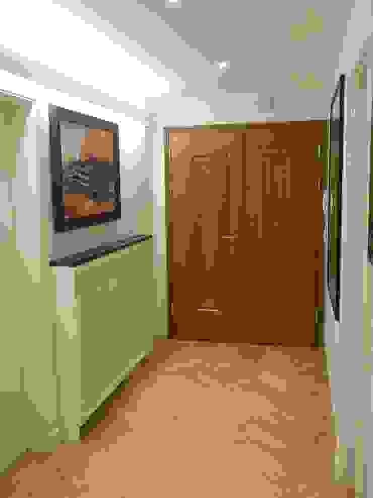 Apartment Ausgefallener Flur, Diele & Treppenhaus von Elke Altenberger Interior Design & Consulting Ausgefallen