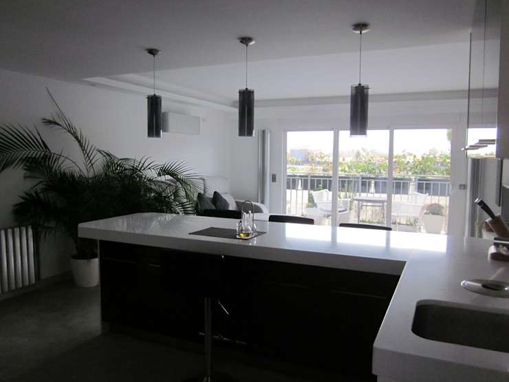 Maisons modernes par Empresa constructora en Madrid Moderne