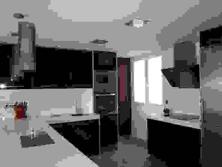 Diseño y reforma de vivienda en Madrid Casas de estilo moderno de Empresa constructora en Madrid Moderno