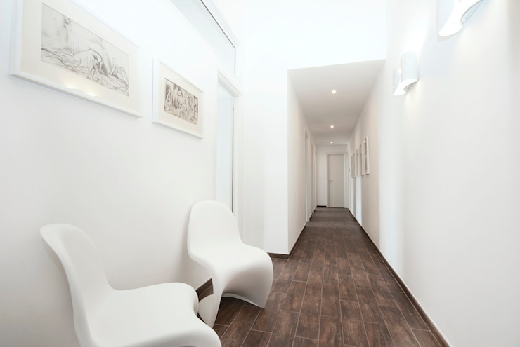 STUDIO LEGALE (ROMA - FLAMINIO) Ingresso, Corridoio & Scale in stile moderno di Studio Guerra Sas Moderno