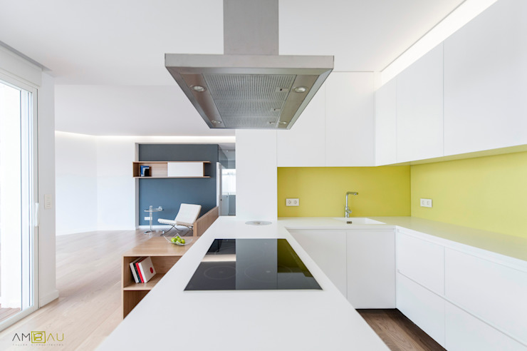 Kitchen by amBau Gestion y Proyectos, Eclectic