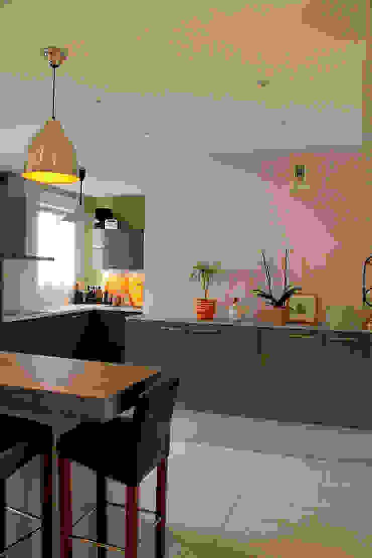 Réagencement et Rénovation d'un Duplex Cuisine moderne par Laurence Boudet Architecture d'intérieur et décoration Moderne