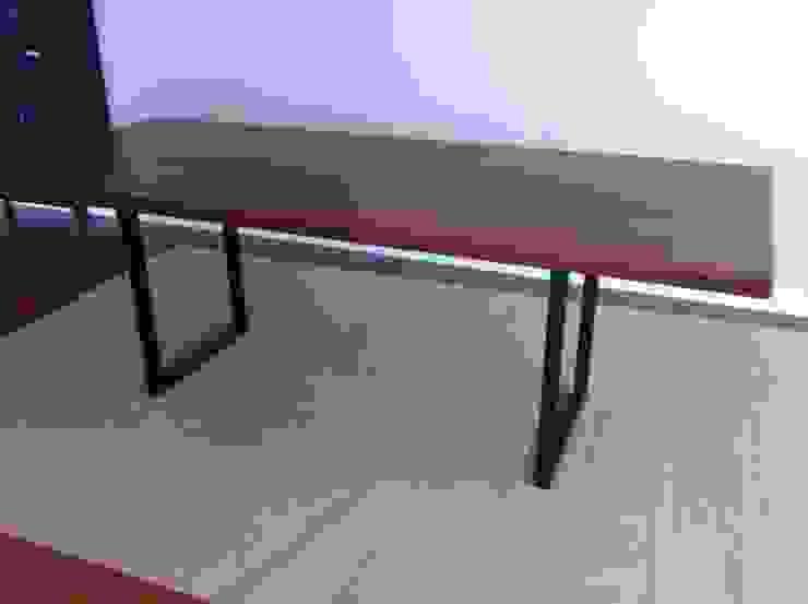 Mesa de comedor estilo industrial:  de estilo industrial de Tatiana Doria,   Diseño de interiores , Industrial