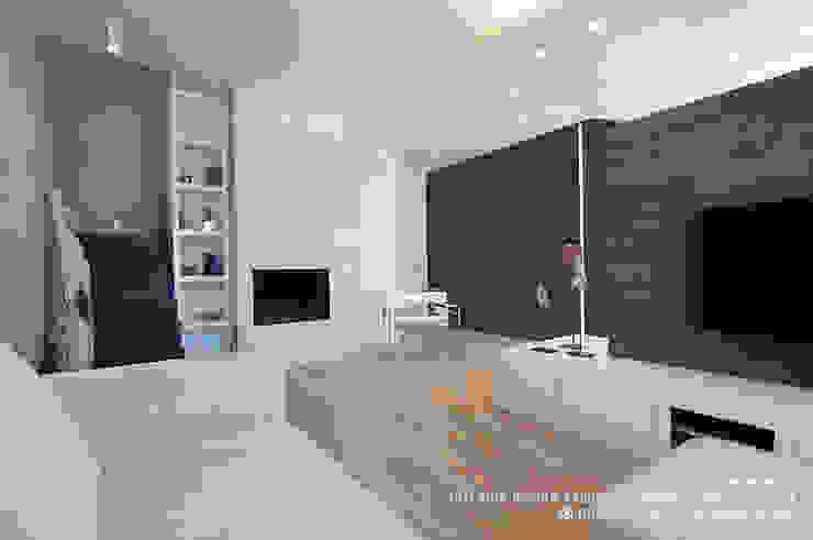 VILLA MINIMAL Soggiorno moderno di Rachele Biancalani Studio Moderno