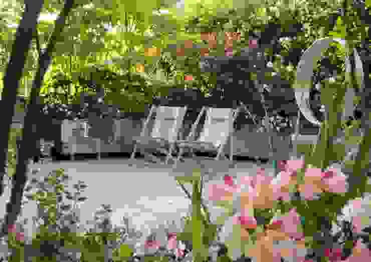 Classic style balcony, veranda & terrace by homify Classic