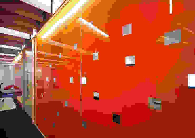 Calastone (fund industry)—London Headquarters Modern exhibition centres by ÜberRaum Architects Modern