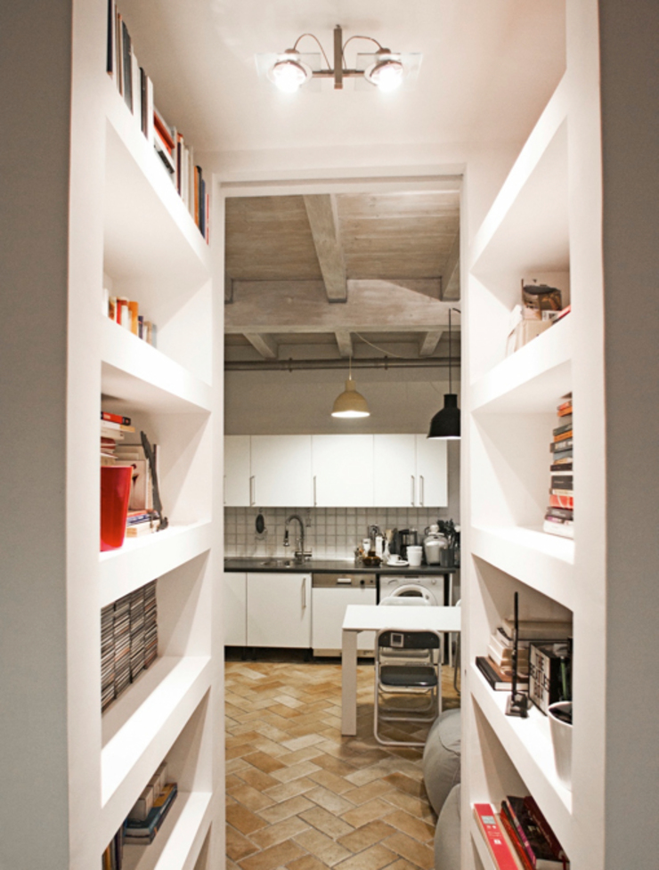 MIROarchitetti 現代風玄關、走廊與階梯