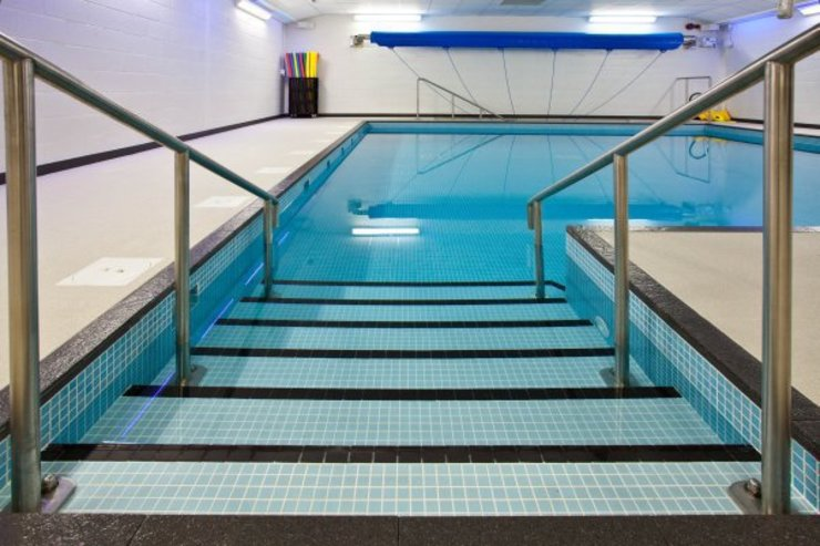 ​Advanced Hydrotherapy School Pool Modern schools by London Swimming Pool Company Modern