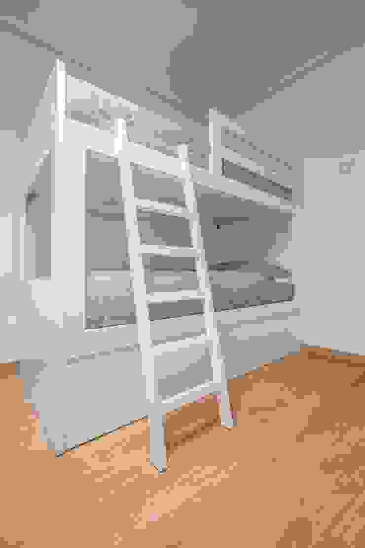 Estilo mediterráneo Dormitorios infantiles de estilo mediterráneo de Laura Yerpes Estudio de Interiorismo Mediterráneo