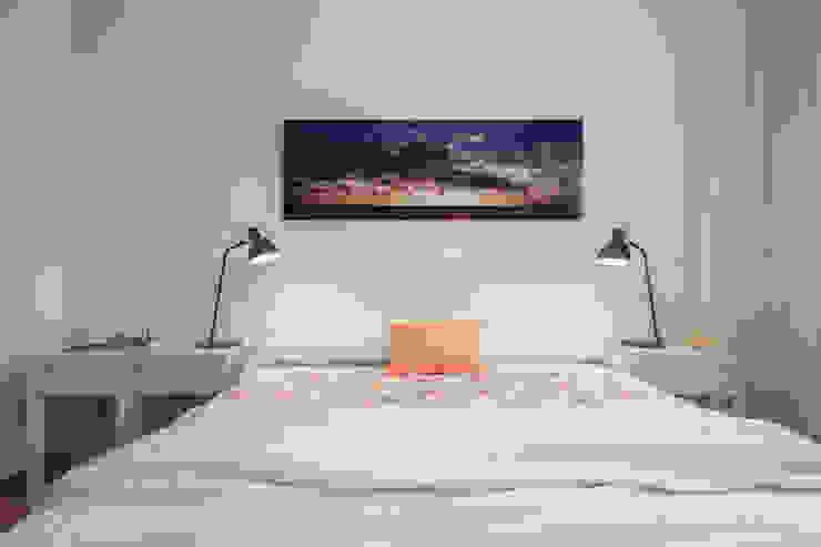 Dormitorio mediterráneo Dormitorios de estilo mediterráneo de Laura Yerpes Estudio de Interiorismo Mediterráneo