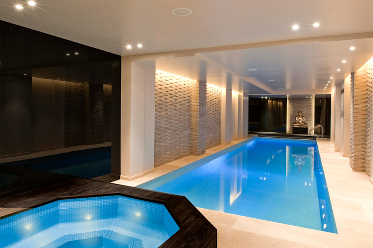Pool and Spa Renovation Piscina moderna di London Swimming Pool Company Moderno
